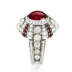 Mellerio dits Meller: Ruby Livadia ring. White gold with central cabochon ruby 3,25 ct, 14 natural pearls 2,29 ct, 85 paving diamonds 1,47 ct, 20 rubbies 0,55 ct. #mellerio #mellerioditsmeller #voplusmagazine #voplus #highjewelry #rubyring #pearls #cabochonruby #hautejoaillerie