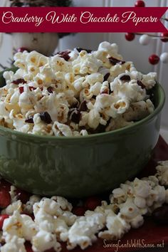 Perfect for holiday entertaining or gift giving - Cranberry White Chocolate Popcorn Recipe #chocolate #popcorn