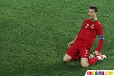 Ekspresi Ronaldo usai mencetak gol kedua bagi Portugal pada menit ke-74. Portugal menang 2-1 atas Belanda.