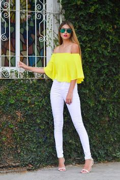 Off the shoulder outfit, yellow top , white highwaisted jeans, white and yellow outfit, street style Mode Outfits, Casual Outfits, Fashion Outfits, Fashion Trends, Yellow Outfits, Jean Outfits, Jeans Fashion, Spring Summer Fashion, Spring Outfits