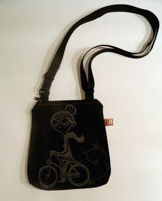 Mini bolsos, estampados y bordados a mano.