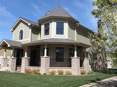 Do you love this James Hardie dramatic yet elegant look? Request a sample today by contacting us at 630-581-7322 or email at info@prohome1.com Pro Home 1, Inc. James Hardie siding installation on single-family home located in Arlington Heights, IL. http://www.prohome1.com/en/gallery/siding-replacement-installation-pictures.html