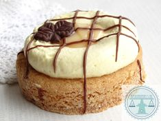 Advocaat sloffen | Bakkriebels Rudolph's Bakery, Tooth Cake, Cake & Co, Dutch Recipes, Fun Recipes, Mini Pies, Cake Cookies, Cupcakes, Cookie Recipes
