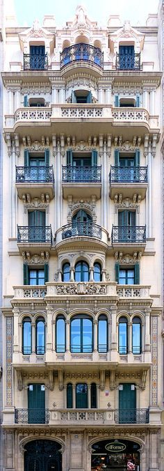 New house facade barcelona spain 55 ideas Classic Architecture, Facade Architecture, Beautiful Architecture, Beautiful Buildings, Beautiful Places, Barcelona Architecture, Malaga, Hotel W, Art Nouveau Arquitectura