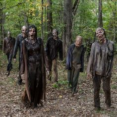 With a name like The Walking Dead, it's not surprising that the series regularly features gruesome character deaths. Walking Dead Zombie Makeup, Walking Dead Costumes, Walking Dead Zombies, Walking Dead Memes, Zombie Walk, Walking Dead Season, Walker The Walking Dead, Arte Zombie, Apocalypse