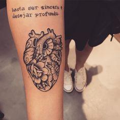 Tatuagem criada por Lucas Milk de Florianópolis. Coração em blackwork. #tattoo #tattoo2me #tatuagem #art #arte #blackwork #coração