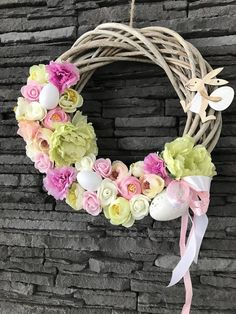Veľkonočný veniec na dvere so zajkom,zdobený rôznymi kvietkami a vajíčkami Grapevine Wreath, Grape Vines, Floral Wreath, Wreaths, Decor, Decorating, Flower Crowns, Door Wreaths, Vineyard Vines