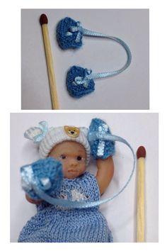 Vauvan kudotut tumput rusetilla ja yhdistettynä silkkinauhalla <3