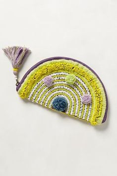 Could I make this? I feel like a could-- it's like a taco shaped weaving with a zipper. Come on clutch, we've got this!