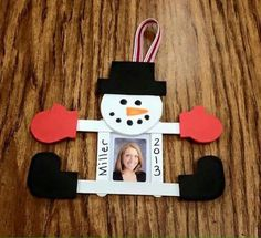 Snowman Christmas Crafts For Kids Crafts Christmas Decoration For Kids, Diy Christmas Ornaments, Xmas Crafts, Craft Stick Crafts, Christmas Holidays, Craft Sticks, Snowman Crafts, Christmas Snowman, Popsicle Sticks