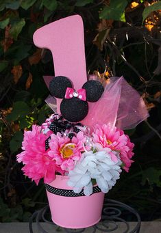 Minnie Mouse 1st Birthday Centerpiece, would need to change the 1 to a 2 but really cute!