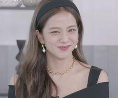 South Korean Girls, Korean Girl Groups, Pink Official, Birthday Girl Pictures, Divas, Blackpink Members, Cute Asian Guys, Jennie Lisa, Blackpink Photos