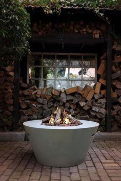Eine Feuerstelle, Betrieben Mit Gas, Im Garten. Sieht Nicht Nur Toll Aus,