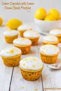 Lemon Cupcakes w/Lemon Cream Cheese Frosting. Soft, fluffy & very lemony cupcakes! Easy one-bowl, no-mixer recipe for cupcakes that taste like they're from a bakery! Lemon Desserts, Lemon Recipes, Köstliche Desserts, Sweet Recipes, Delicious Desserts, Lemon Cupcakes, Baking Cupcakes, Cupcake Recipes, Cupcake Cakes