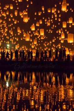 Yi peng (  Loy Krathong ) festival, Chiang Mai, Thailand. (by Begirl all over the world)