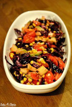 Rezept für einen Herbstsalat mit Mais und Rotkohl.