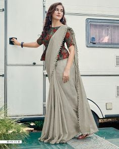 Kalamkari Blouse Designs, Sari Blouse Designs, Fancy Blouse Designs, Designer Blouse Patterns, Blouse Styles, Blouse Designs High Neck, Latest Blouse Neck Designs, Saree Wearing Styles, Stylish Blouse Design