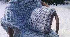 Toen ik de Mrs. Hughes Afghan gehaakt had, wilde ik er graag een kussen bij, met hetzelfde patroon. Het patroon van de deken had ik... Crochet Cable, Crochet Poncho, Crochet Blankets, Merino Wool Blanket, Knitted Hats, Knitting Patterns, Winter Hats, Plaid, Potholders