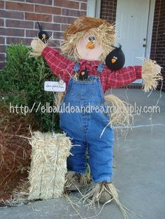 don't pin pictures with writing across them, but this is one cute scarecrow!I don't pin pictures with writing across them, but this is one cute scarecrow! Make A Scarecrow, Scarecrow Crafts, Fall Scarecrows, Halloween Scarecrow, Fete Halloween, Halloween Crafts, Halloween Decorations, Fall Wood Crafts, Thanksgiving Crafts