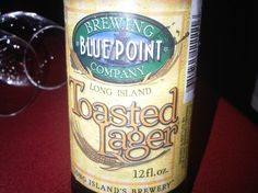 Cerveja Blue Point Toasted Lager, estilo Vienna Lager, produzida por Blue Point Brewing Company, Estados Unidos. 5.5% ABV de álcool.