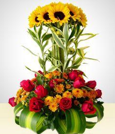Hermoso arreglo floral con flor principal de Girasoles