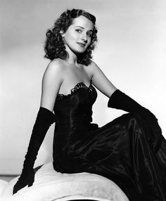 Brenda Marshall (September an American film actress. Brenda appeared in 19 films between 1939 and most notably playing leading lady to Errol Flynn in 'The Sea Hawk' and opposite James Cagney in 'Captains of the Clouds' Hollywood Stars, Hollywood Images, Hollywood Icons, Golden Age Of Hollywood, Hollywood Glamour, Old Hollywood Actresses, Classic Actresses, Hollywood Actor, Vintage Hollywood