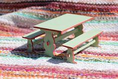 Nukkekoti Väinölä : Huonekaluja Furniture Making, Home Furniture, Miniature Rooms, Dollhouse Furniture, Picnic Table, Diys, Wonderland, Furnitures, Tables