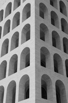 palazzo della civilta' italiana Fascist Architecture, Facade Architecture, Historical Architecture, School Architecture, Rationalism, Furla, Bauhaus, 3d Design, Arches