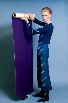 """David Bowie choosing a new wall covering for his dining room and asking, """"Is it Me?"""""""