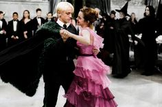 dramione, draco malfoy, and harry potter afbeelding Draco Harry Potter, Images Harry Potter, Mundo Harry Potter, Harry Potter Ships, Harry Potter Tumblr, Harry Potter Films, Harry Potter World, Dramione, Hermione Granger