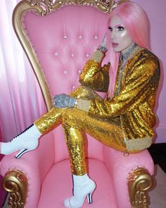 Jeffree Star - Gucci Makeup - Ideas of Gucci Makeup - Gucci suit. Jeffree Star Instagram, Jeffry Star, Gucci Suit, Gucci Gucci, J Star, Gucci Boots, Star Makeup, Artists And Models, Youtube Stars