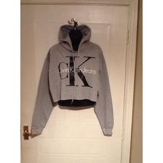 Brand New on Trend Calvin Klein Sassy Cropped Hoodie Sweatshirt Jumper... ($37) ❤ liked on Polyvore featuring tops, hoodies, sweatshirts, grey, t-shirts, women's clothing, grey sweatshirt, sweatshirt hoodie, cropped sweatshirt and gray crop top