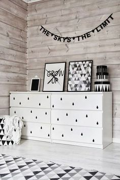 How do you create a black and white room for a baby, without it looking too dark, or too minimal? Take a look at this post to get some tips and pointers, as well as plenty of visual inspiration.