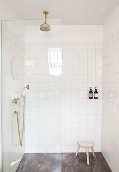 Simplicity in the bathroom & shower cabin with classic, cream white tiles and marble floors. The brass luminaire is from Toni. Nyt liv i historisk& The post Nyt liv i historisk rækkehus appeared first on Rees Home Decor. White Bathroom Tiles, Bathroom Layout, Bathroom Interior Design, Bathroom Ideas, White Bathrooms, Bathroom Organization, Bathroom Storage, Bath Ideas, Bathroom Designs
