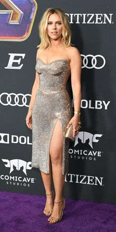 of the Day Scarlett Johansson looked absolutely gorgeous in a sparkly Versace gown, metallic sandals, and a matching clutch.Scarlett Johansson looked absolutely gorgeous in a sparkly Versace gown, metallic sandals, and a matching clutch. Versace Gown, Versace Sandals, Nice Dresses, Dresses For Work, Prom Dresses, Oscar Dresses, Sheath Dresses, Modest Dresses, Formal Dresses