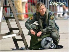 以前に「こんなに違う!世界45カ国の女性警察官達の画像」を紹介しましたが、今回はさらに武装化した軍隊に所属している世界32カ国の制服姿の女性兵士たちを捉えた写真です。規律や訓練が非常に厳しいイメージな...