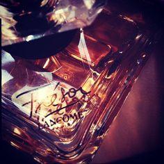 La nuit est une promesse, un Trésor. #parfum du soir #Lancôme #sotn via ✨ @padgram ✨(http://dl.padgram.com)