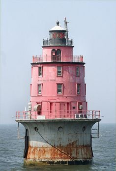 The Miah Maull Shoal Light is a lighthouse on the north side of the ship channel in Delaware Bay in New Jersey, southwest of the mouth of the Maurice River. The last offshore lighthouse to be erected in Delaware Bay, it marks one of a series of shoals along the eastern side of the shipping channel, between the Elbow of Cross Ledge Light and the Brandywine Shoal Light. Delaware Bay, Lighthouse Pictures, Beacon Of Light, Pink Houses, Am Meer, Le Moulin, Architecture, Belle Photo, Places To Go