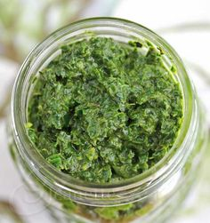 Carrot Top Pesto Recipe Carrot Greens with Lemon and Herbs Broccoli Leaves, Basil Pesto Recipes, Broccoli Recipes, Carrot Greens, Kale Pesto, Carrot Top, How To Cook Pasta, Vegan Recipes, Vegan Food