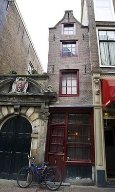 When In Amsterdam...: Amsterdam: narrow, tiny, thin, smallest house