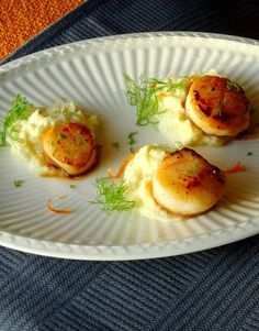 Jacques with creamy fennel mash Fun Easy Recipes, Fish Recipes, Seafood Recipes, Healthy Recipes, Tapas, Vegetarian Recepies, Coquille Saint Jacques, I Want Food, Xmas Food