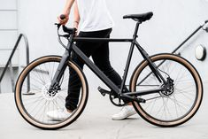 Affordable urban bikes with timing belts: the Amsterdam Elite .- Affordable urban bikes with timing belts: the Amsterdam Elite series by Lekker Bikes – urbanbike.news - Urban Bike, Urban Cycling, Women's Cycling, Cycling Jerseys, Bike Mtb, Bike Handlebars, Bmw Autos, Commuter Bike, Bicycle Maintenance