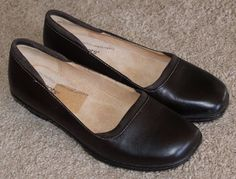 Softspots dark brown leather low heels slip on shoes womens size 8.5 M #Softspots #SlipOn #Casual