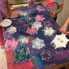 """Collaborative """"Snowflake Stamped"""" Process Art (from Kimberly Mulholland, Play Explore Learn via Instagram: https://www.instagram.com/p/BPn83xkBcow/?taken-by=playexplorelearn)"""