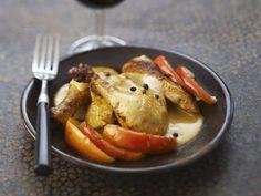 Gebackenes Hähnchen mit Apfel in Calvadossoße ist ein Rezept mit frischen Zutaten aus der Kategorie Hähnchen. Probieren Sie dieses und weitere Rezepte von EAT SMARTER!