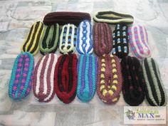 Pantoufles en Phentex. Crochet Amigurumi, Knit Crochet, Knitted Slippers, Beaded Bracelets, Diy Crafts, Stitch, Knitting, Detail, Pattern