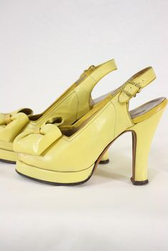 Cheerful butter yellow 1940s platform, sling-back heels.#vintage #1940s #shoes #fashion