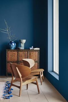 Selection of Scandinavian design in the Pantone colour of the year 2020 to inspire anyone wanting to add touches of Classic Blue to their home Interior Design Minimalist, Interior Styling, Modern Interior Design, Interior Decorating, Interior Painting Ideas, Luxury Interior, Color Interior, Yellow Interior, Simple Interior