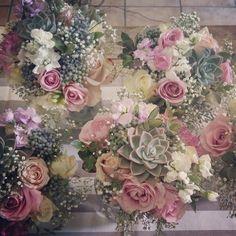 Bridesmaids bouquets #pebbleandlace
