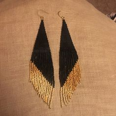 Earrings Handmade These fringe earrings are made with Japanese Delica beads, and are wide, and long. Ear wires and findings are gold. - These fringe earrings are made with Japanese Delica beads, and are wide, and long. Ear wires and findings are gold. Seed Bead Jewelry, Bead Jewellery, Seed Bead Earrings, Fringe Earrings, Diy Earrings, Earrings Handmade, Diy Jewelry, Beaded Jewelry, Jewelry Making
